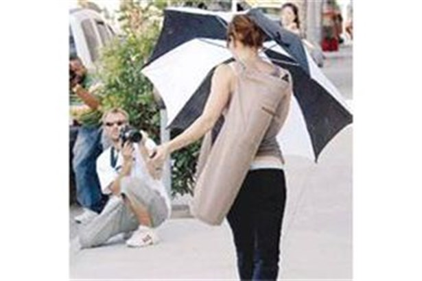 Paparazzilere karşı şemsiye
